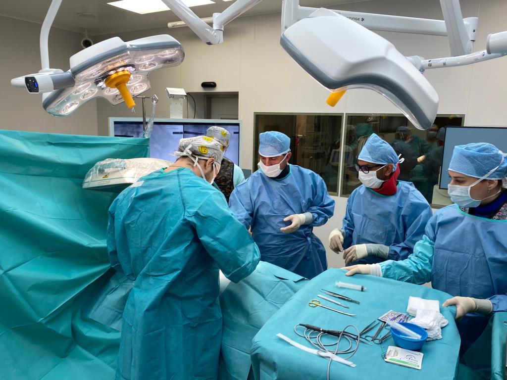 Implantace míšních elektrod při léčbě pánevní bolesti