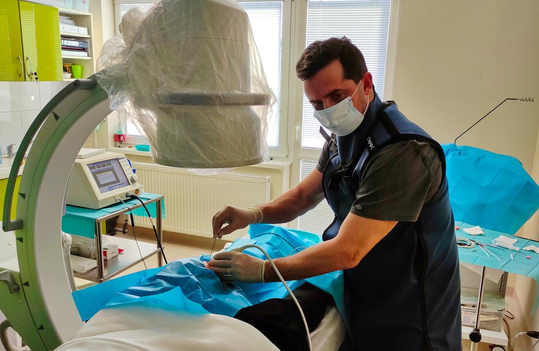 Léčba bolesti kolene s využitím radiofrekvence